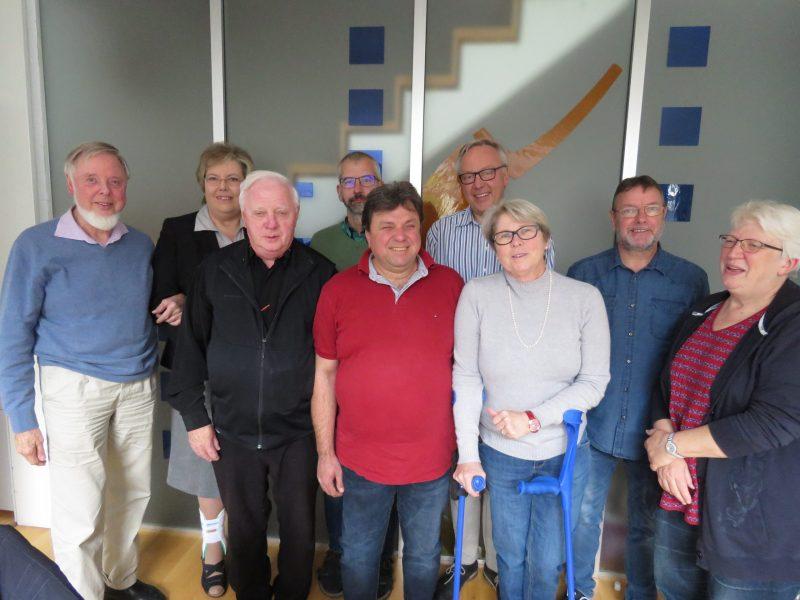 Das Bild zeigt 9 Vereinsmitglieder bei einem Treffen