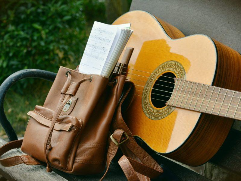 Akustik Gitarre mit Noten