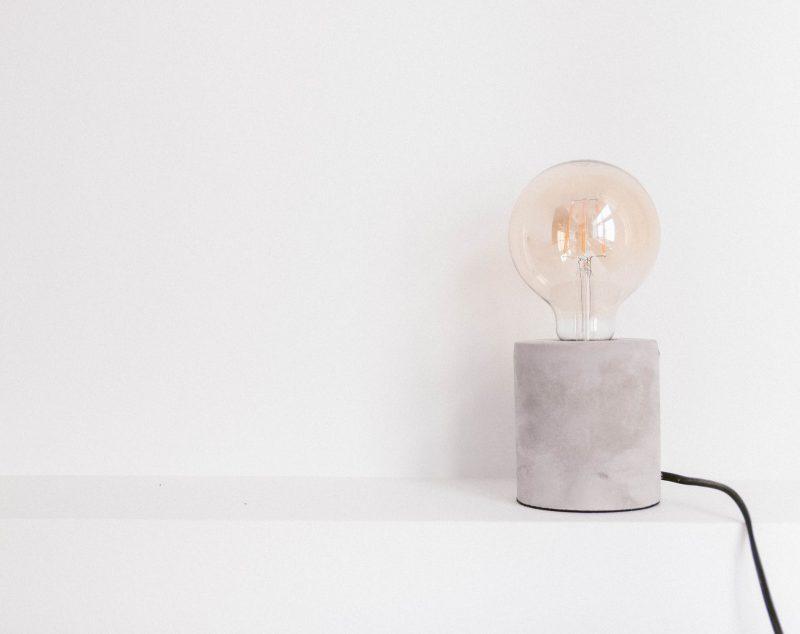 Bild einer Glühlampe symbolisiert das Gedächtnistraining von einfach gemeinsam
